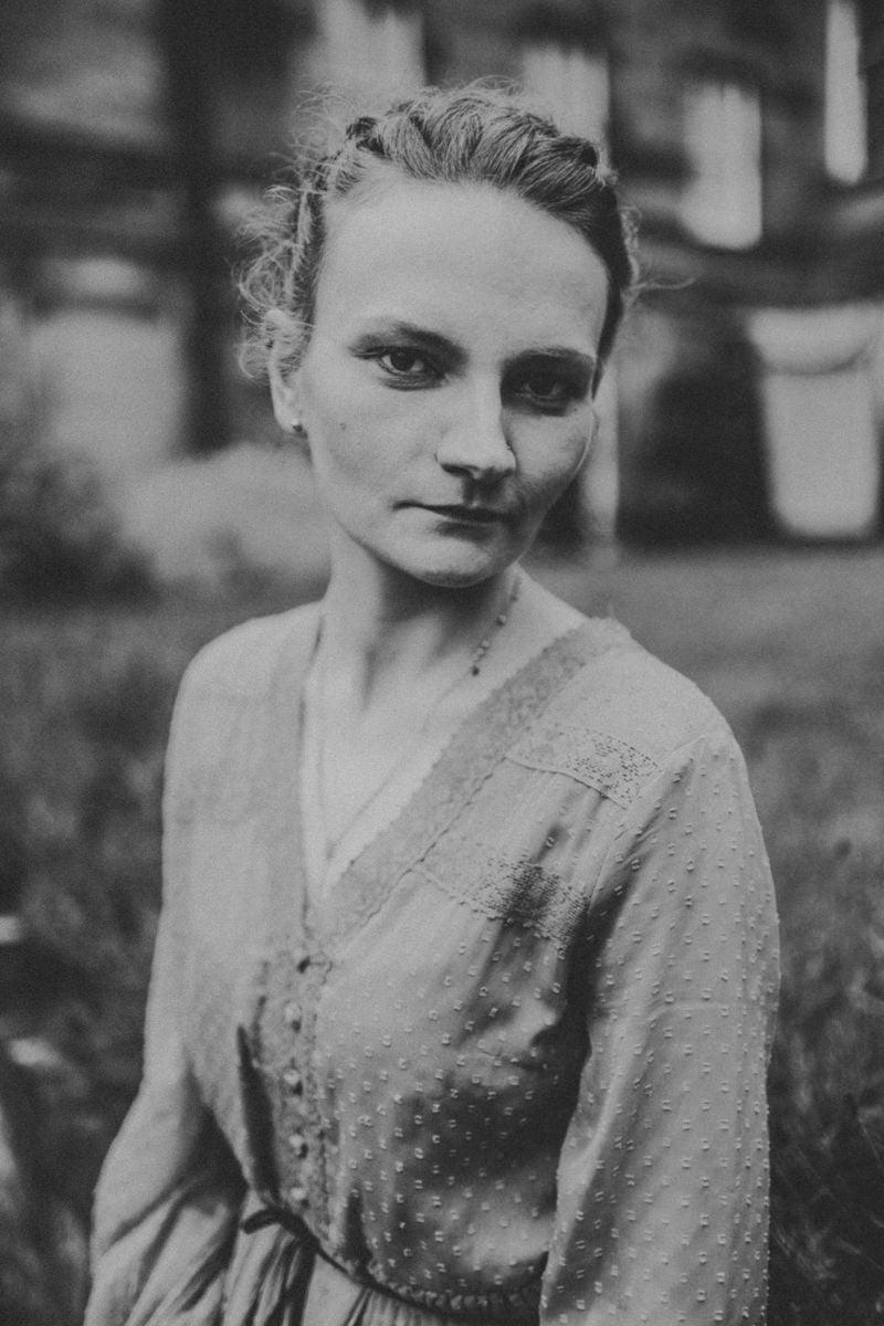 Edinburgh Portrait Photographer - Justyna, Old Town, Armchair Books 13