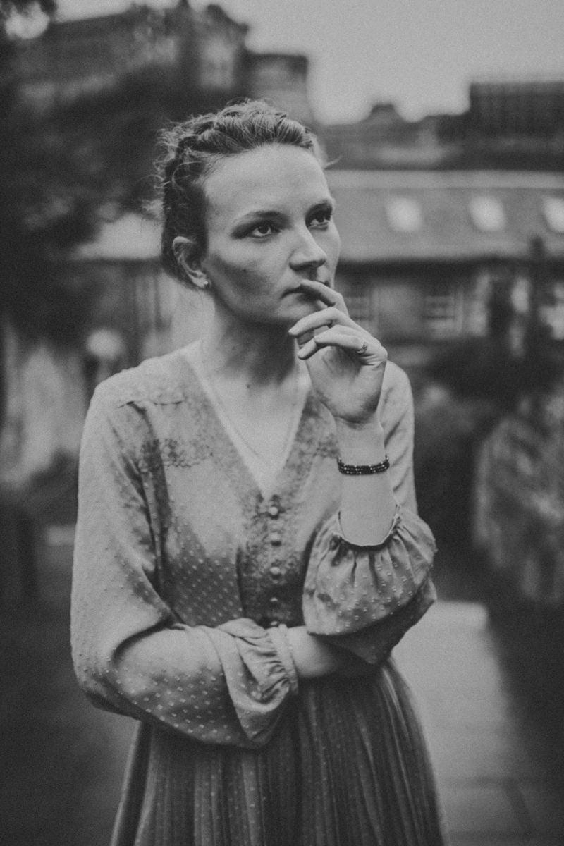 Edinburgh Portrait Photographer - Justyna, Old Town, Armchair Books 6