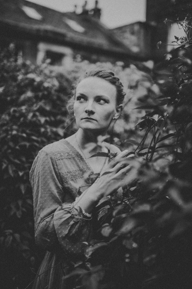 Edinburgh Portrait Photographer - Justyna, Old Town, Armchair Books 7