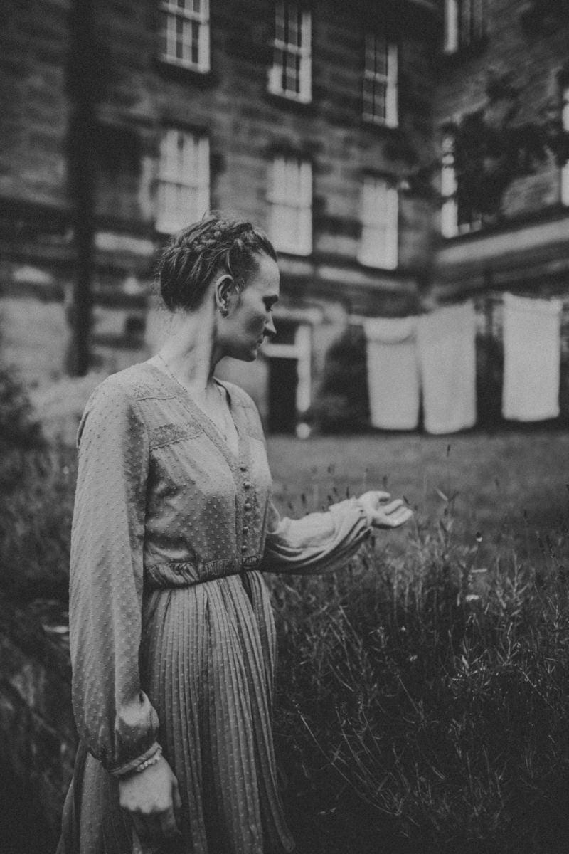 Edinburgh Portrait Photographer - Justyna, Old Town, Armchair Books 10