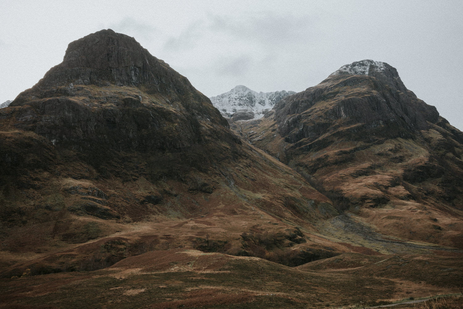 Glencoe, Three Sisters, Glecoe elopement, Scottish Highlands elopement, Scottish Highlands, Glencoe photography, Glencoe wedding, Glencoe wedding photographer, Glencoe wedding photos, Glencoe elopement, Bernadeta Kupiec